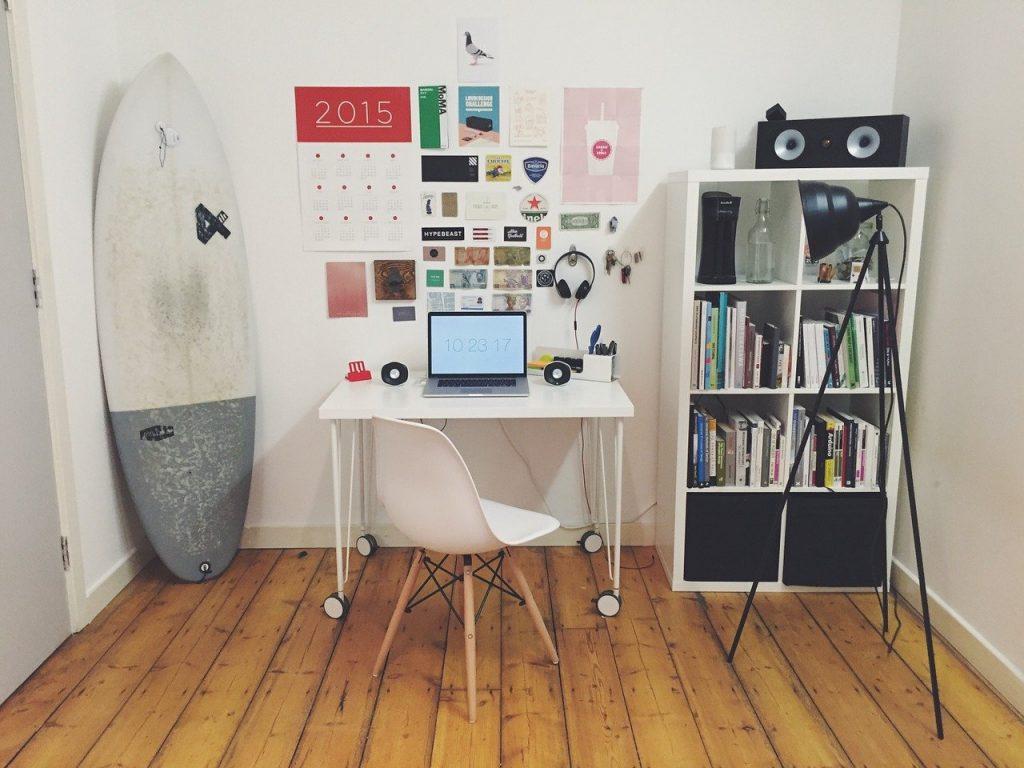 espace de bureau, planche de surf, salle