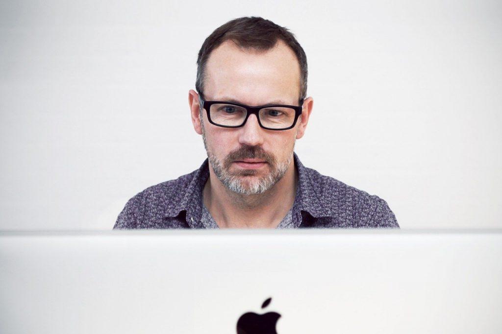 l'homme, ordinateur, imac