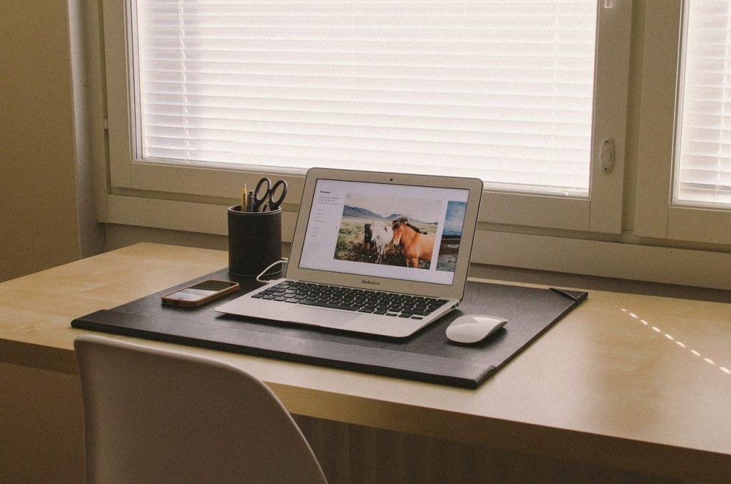 bureau à domicile, ordinateur portable, bureau