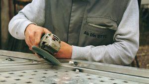 Quels sont les types d'outils à main et en quoi sont-ils importants ?